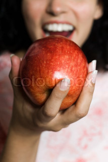 ?Laurence Mouton/AltoPress/Maxppp ; Woman eating apple, cropped