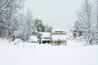 ?James Hardy/AltoPress/Maxppp ; Sweden, Swedish Lapland, snow-covered vehicles parked in rural scene
