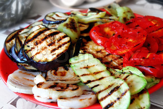 grilled paprika, tomatoes and aubergines served on red plate
