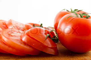 Picture of some sliced tomatoes, and two whole tomatoes
