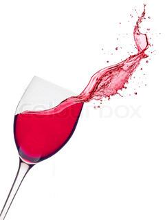 Glas rødvin med splash på hvid baggrund