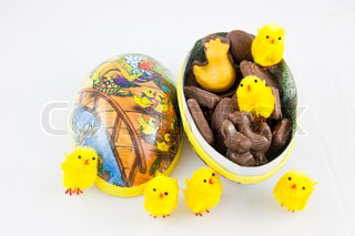 Picture of a easter egg with fluffy easter chickens