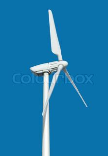 Windkraftanlage zur Stromerzeugung auf blauem Hintergrund mit Pfad