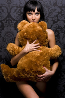 Beautiful naked girl is holding th? teddy bear
