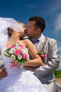 wedding couple kisses