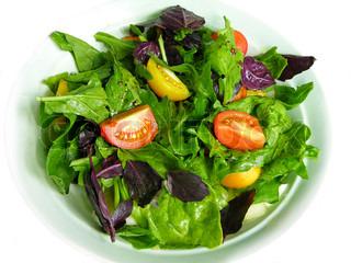 Frisk blandet salat med tomater