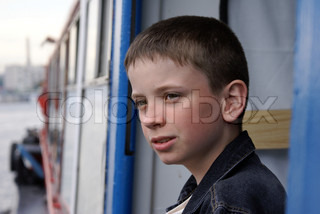 The boy by the ship arriving to port