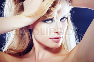 Close-up portrait of the sexy blond lady with good skin and perfect makeup