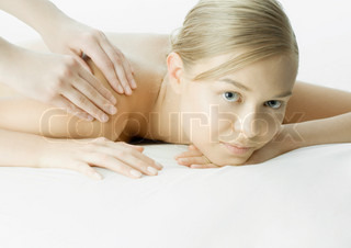 ©Frédéric Cirou/AltoPress/Maxppp ; Woman having massage
