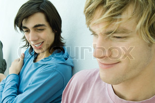 ©Odilon Dimier/AltoPress/Maxppp ; Young man and teen boy smiling, close-up