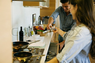 ©Eric Audras/AltoPress/Maxppp ; Couple cooking together