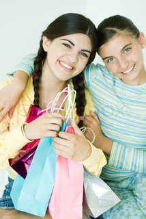 ©Laurence Mouton/AltoPress/Maxppp ; Two young female friends, one holding gift bags