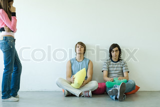 ©Odilon Dimier/AltoPress/Maxppp ; Two teen boys sitting on floor while teen girl stands nearby