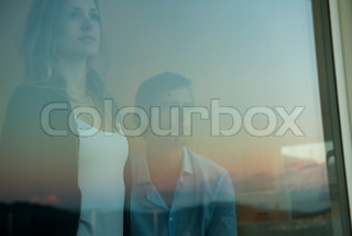 ©Eric Audras/AltoPress/Maxppp ; Couple looking through window