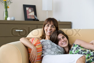 ©Odilon Dimier/AltoPress/Maxppp ; Mother and teenage daughter spending time together