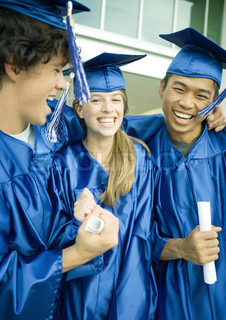 ©Laurence Mouton/AltoPress/Maxppp ; Graduates holding diplomas and laughing