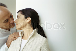 ©Laurence Mouton/AltoPress/Maxppp ; Mature couple, man with hand on wife's shoulder leaning down to kiss her