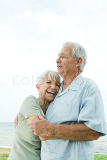 ©Laurence Mouton/AltoPress/Maxppp ; Senior couple hugging and laughing, waist up