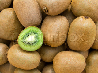 The big kiwis, with one cut on half-and-half