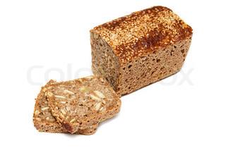 Brød med solsikkefrø og græskarkerner isoleret på en hvid baggrund