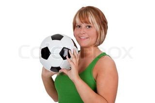 Junge Frau hält einen Fußball - isoliert