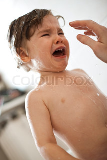 ©Sandro Di Carlo Darsa/AltoPress/Maxppp ; Toddler boy crying in the bath