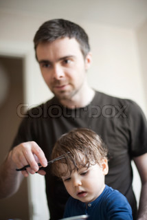 ©Sandro Di Carlo Darsa/AltoPress/Maxppp ; Father cutting toddler son's hair