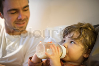 ©Sandro Di Carlo Darsa/AltoPress/Maxppp ; Toddler boy with father, drinking milk from baby bottle