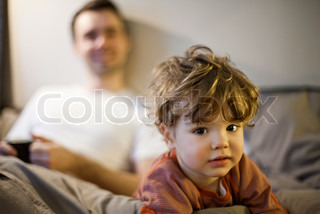 Image of 'parent, preschool age child, thirties'