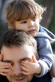 ©Sandro Di Carlo Darsa/AltoPress/Maxppp ; Toddler boy covering father's eyes with his hands, portrait