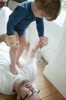 ©Sandro Di Carlo Darsa/AltoPress/Maxppp ; Father playing with toddler boy