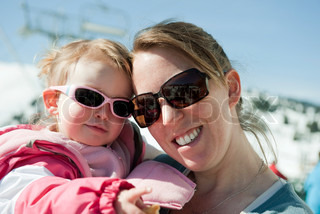 ©Jérôme Gorin/AltoPress/Maxppp ; Mother and baby daughter wearing sunglasses, portrait