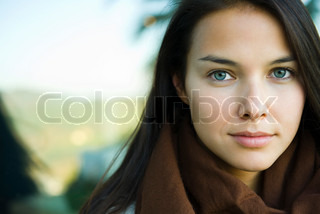 Image of 'colour image, eyes, woman'
