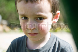 ©Jérôme Gorin/AltoPress/Maxppp ; Little boy with worried look on face, portrait