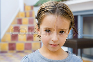 ©Jérôme Gorin/AltoPress/Maxppp ; Little girl with wet hair, portrait