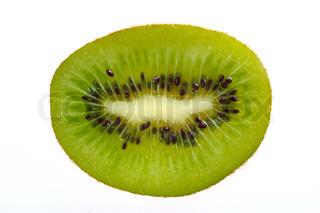 En enkelt skive kiwi frugt på en hvid baggrund