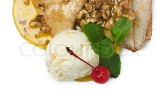 Ice cream with honey and walnuts