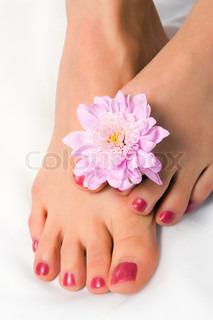 kvinde foden med blomster krysantemum