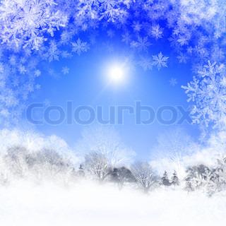 Abstrakt baggrund med blå himmel og solskin julen i vinterlandskabet Godt Nytår og glædelig jul !