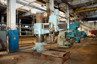 The old metalcutting machine tool at the deserted factory