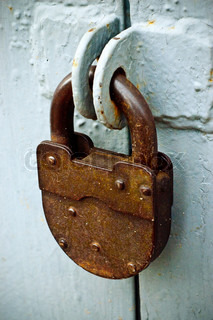The rusty lock on the gray gate