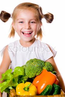 Kleines Mädchen mit dem Gemüse - gesunde Ernährung Konzept