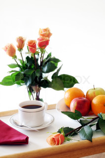 fr hst ck tablett mit obst kaffee und sch ne orange und gelbe rosen stock foto colourbox. Black Bedroom Furniture Sets. Home Design Ideas
