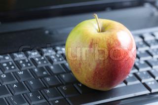 foto skudt af æble på laptop