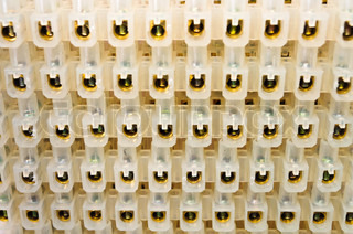 elektrische kabel mit funken auf schwarzem hintergrund. Black Bedroom Furniture Sets. Home Design Ideas