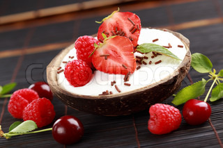Coconut ice cream with fresh fruits