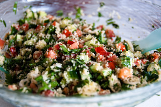 Traditionel arabisk fad : Tabouleh salat med couscous , mynte,