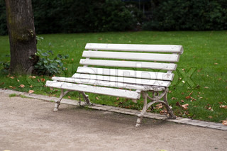 Empty bench in the autumn park