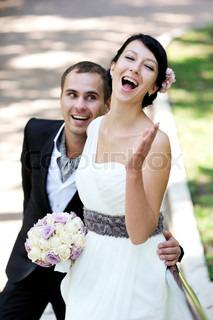 elegante Brünette Brautpaar glücklich feiern ihren Hochzeitstag, konzentrieren, Braut