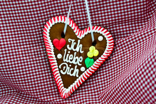 gingerbread Oktoberfest heart saying